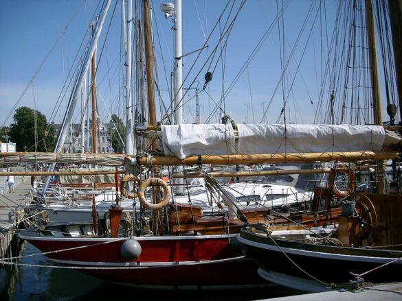 sailing-ships-fjord